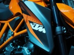 With the Colour balance on auto, the KTM's orange is rendered well - not perfect, but very good in mixed lighting.